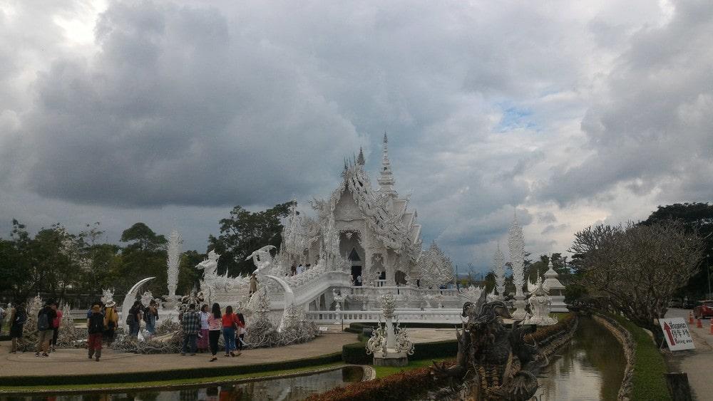 tempio buddista bianco