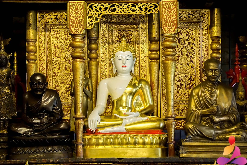 meditazione buddista budda seduto